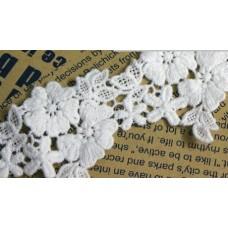 Кружево белое, цветы 45 см