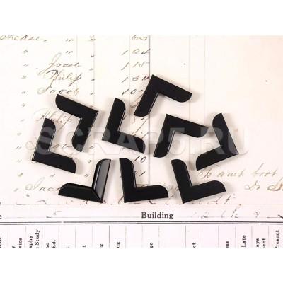 Металлические уголки черные