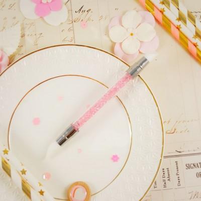 Кисточка для клея с розовыми стразами